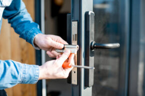 Locksmith Changing Locks Of Commercial Business